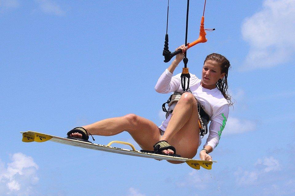 Comment bien débuter en kitesurf?
