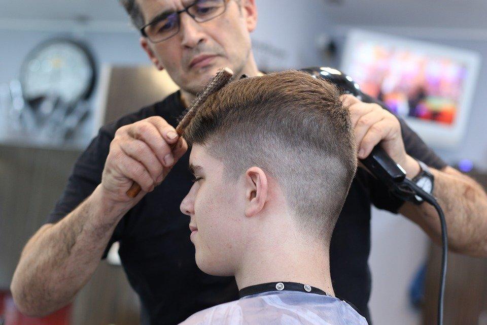 Les conditions requises pour exercer le métier de coiffeur barbier